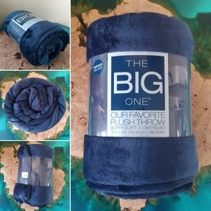The big one supersoft plush throw blanket NWT